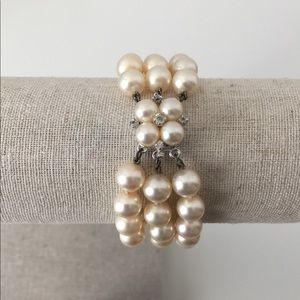 Jewelry - VINTAGE LOOK THREE STAND PEARL BRACELET